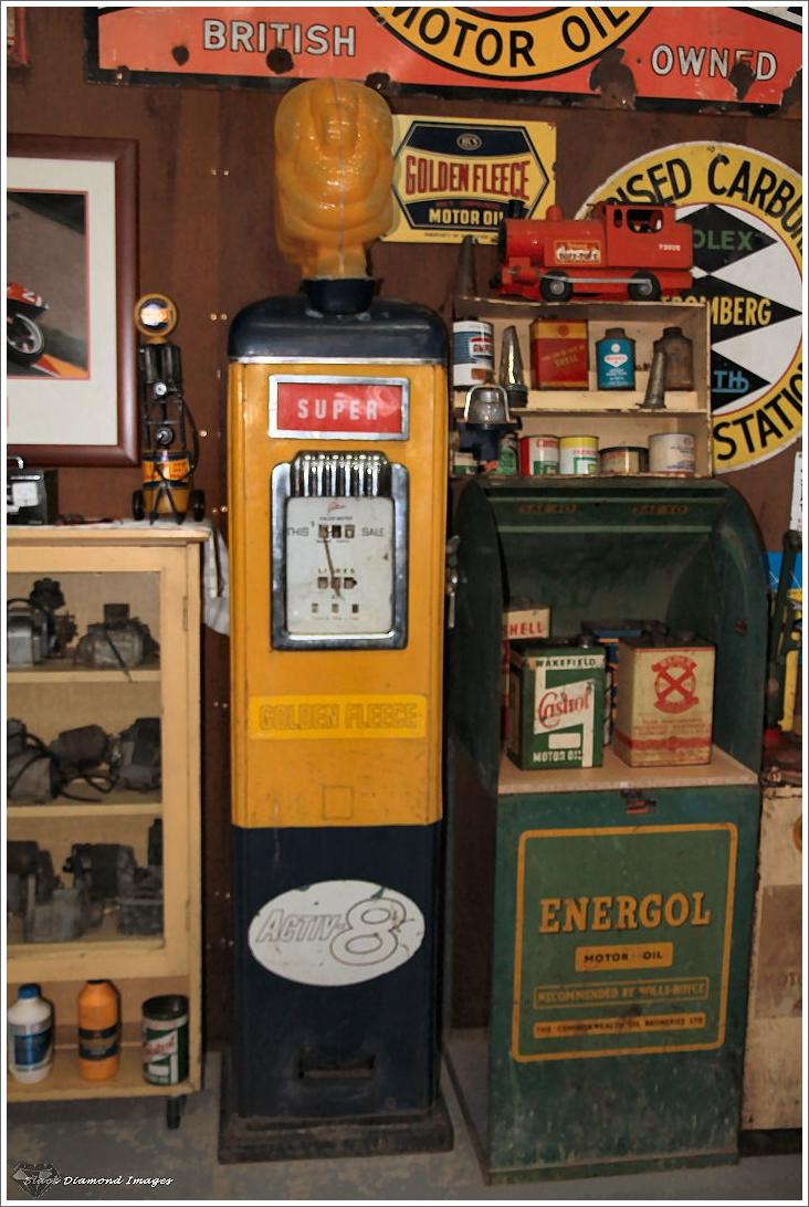 Bell Honda Service >> Shell Petrol Bowser from the 1950s with Automobilia